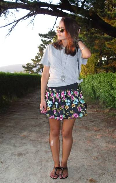 Navy y flower print by Lovely Pepa