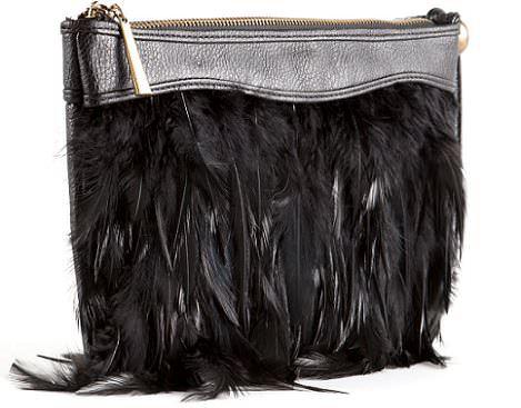 clon del bolso de plumas de Zara