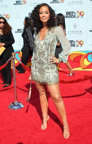 Alicia Keys estaba espectacular con un vestido vintage en turquesa