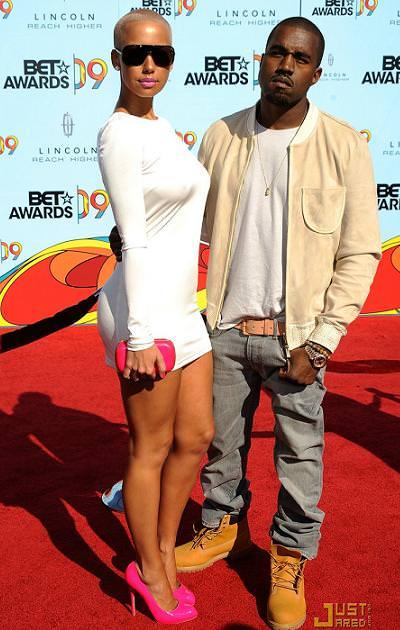 Kanye West y Amber Rose en la alfombra roja de los Bet Awards