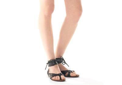 pies y uñas perfectas para las sandalias