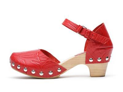 Los zuecos son tendencia en moda calzado para esta primavera 2010