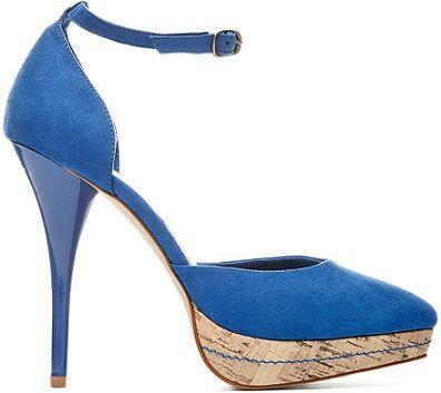 zapato azul de blanco para la primavera
