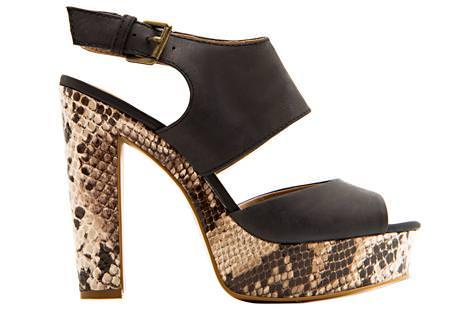 La nueva colección de Mango para la primavera 2012, sandalias serpiente