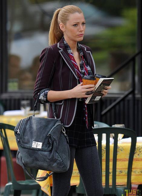 Look college en Gossip Girls (4T): Blake Lively y Leighton Meester