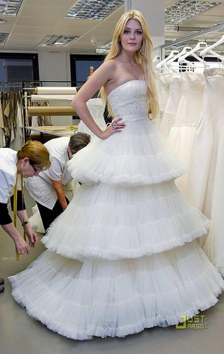 Misha Barton con Rosa Clará y los vestidos de novia 201