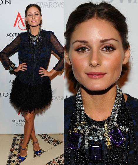 Olivia Palermo con plumas y collar XL