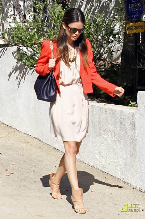 El estilo y looks de la it girl Rachel Bilson