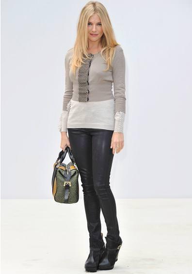 Pantalones de cuero por Sienna Miller