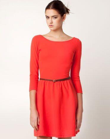 el chollo de la semana: el vestido con escote en la espalda de Stradivarius