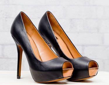peep toe negro de Stradivarius