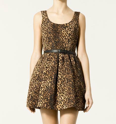 Vestido leopardo de Zara, con vuelo  (otoño invierno 2010 2011)