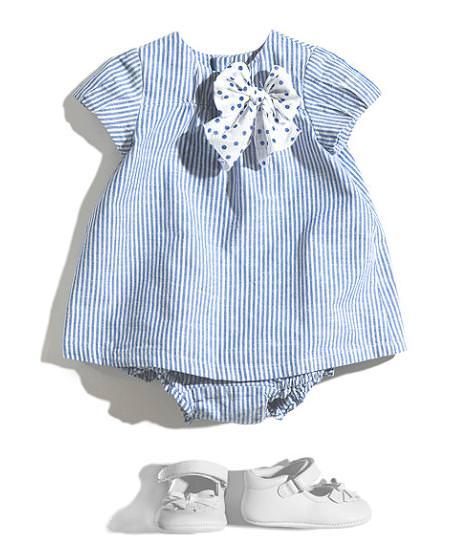 En la ropa para bebé niña, puedes adquirir prendas como los bodys, unos conjuntos fabulosos que a esta edad resultan imprescindibles. También convendría tener en su armario alguna ropa de fiesta para bebé, especialmente indicada para celebraciones y cumpleaños.