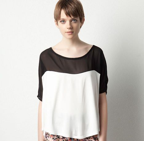 camiseta con contrastes de pull and bear