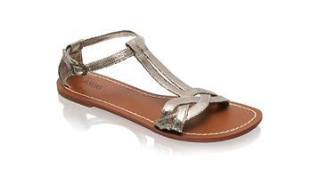 Aquí tienes una selección de las mejores sandalias de este verano